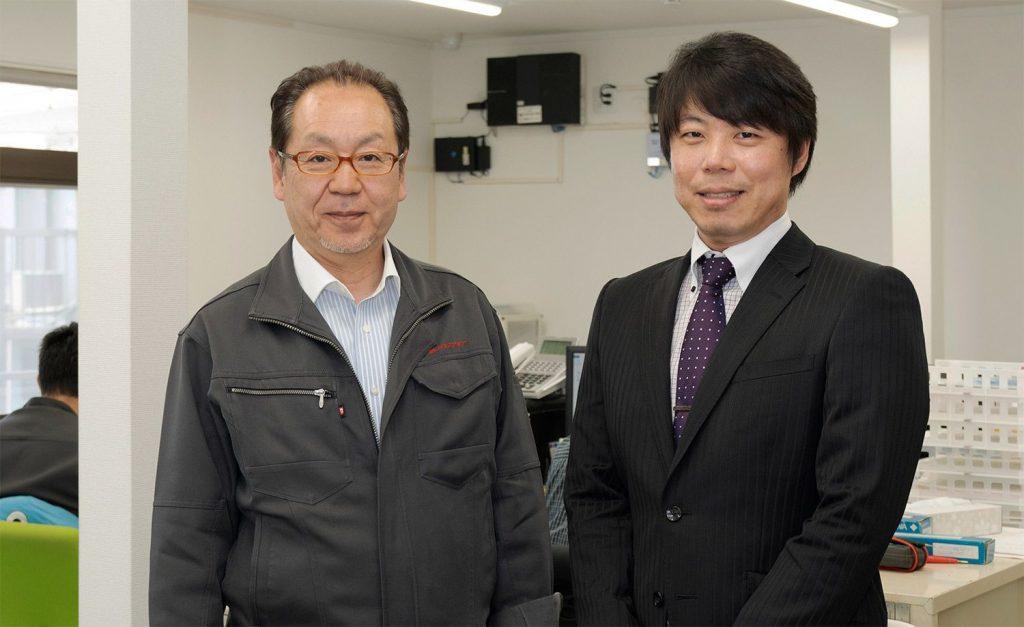 株式会社 テクノクラート 代表取締役 小川 鉄夫 様と税理士法人益子会計のスタッフ青木